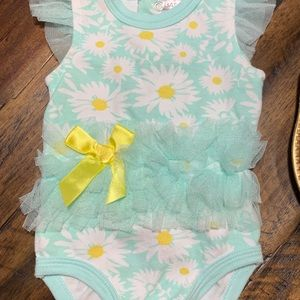 3M Baby Essentials daisy tulle body suit